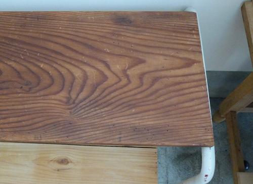 鉄脚のテーブル